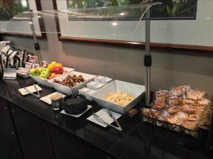 Main US Airways Club Snack Options
